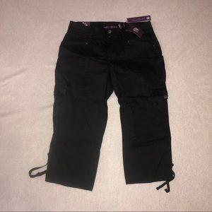 NWT Gloria Vanderbilt Black Cargo Capri Pants